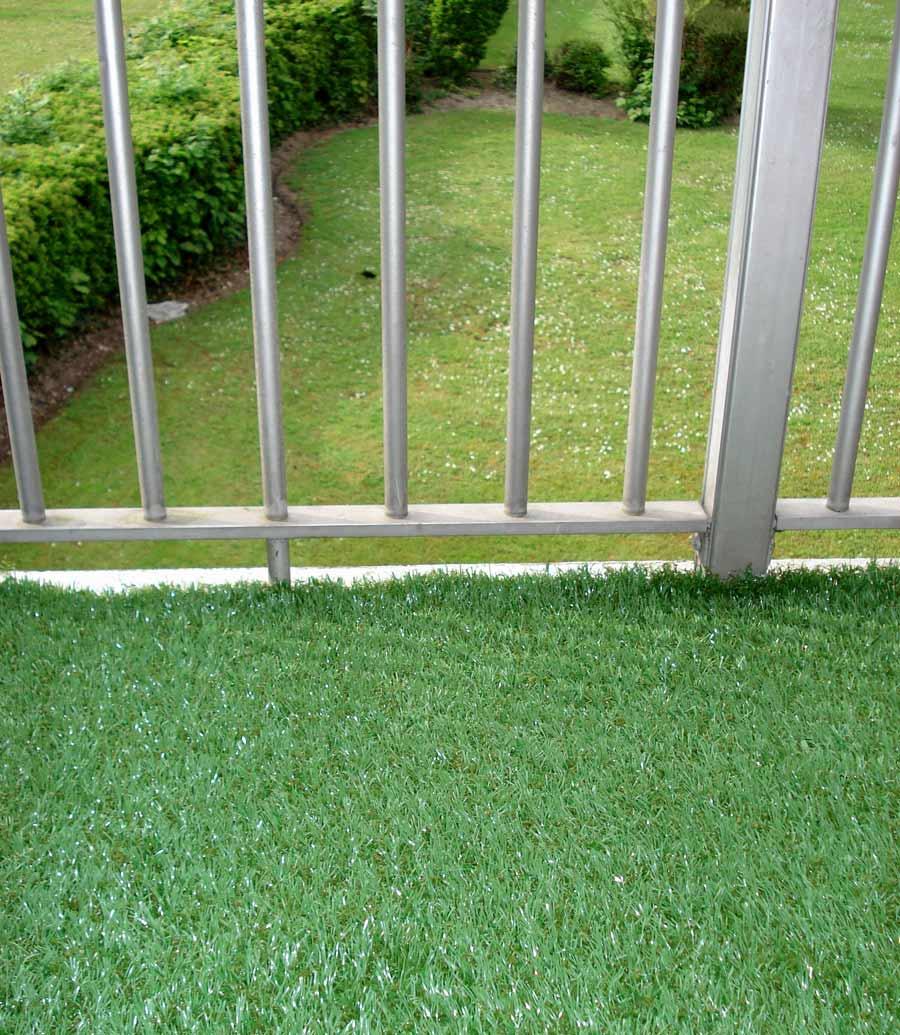 fausse pelouse pour terrasse longvit et douceur pour ce gazon synthtique diamond bb a partir de. Black Bedroom Furniture Sets. Home Design Ideas